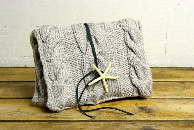 手編みクラッチバッグ グレー ウール100パーセントの画像1枚目