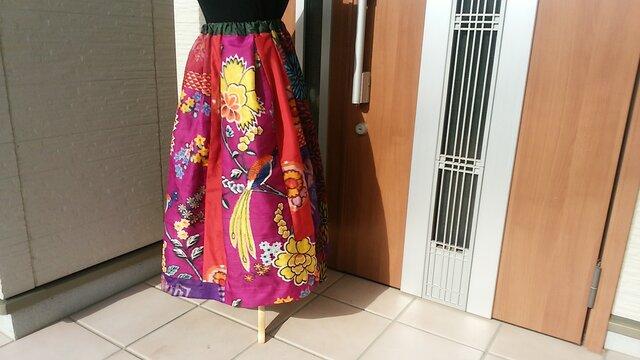 華やかなスカート  再販   の画像1枚目