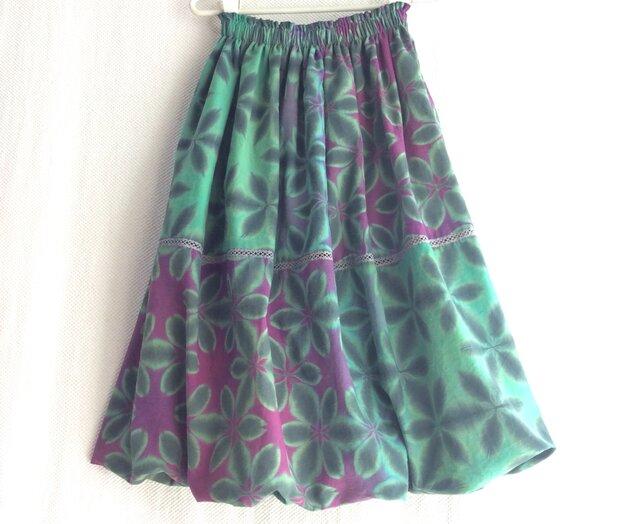 裏地も天然繊維にこだわった雪花絞りバルーンスカート 秋も冬も春夏も着る雪花絞り 緑と紫の画像1枚目