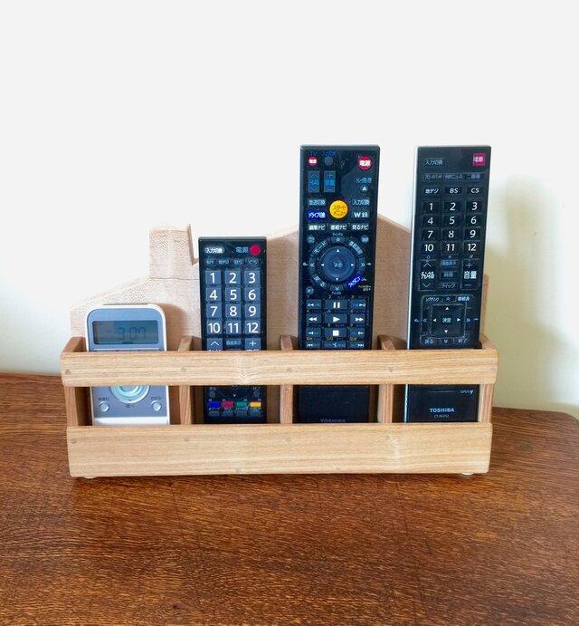 家型リモコンスタンド・・4点の各種リモコンをコンパクトに収納の画像1枚目