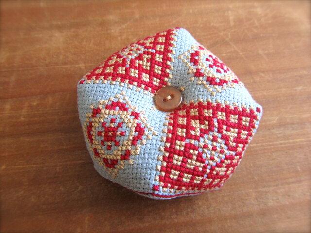 クロスステッチのビスコーニュ 赤×クリームの画像1枚目