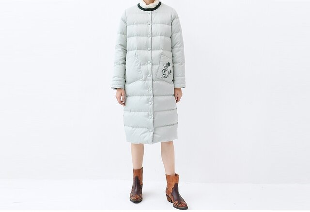 ★SALE★【M】ノーカラー刺繍入りシンプルなロングダウンコート♪の画像1枚目