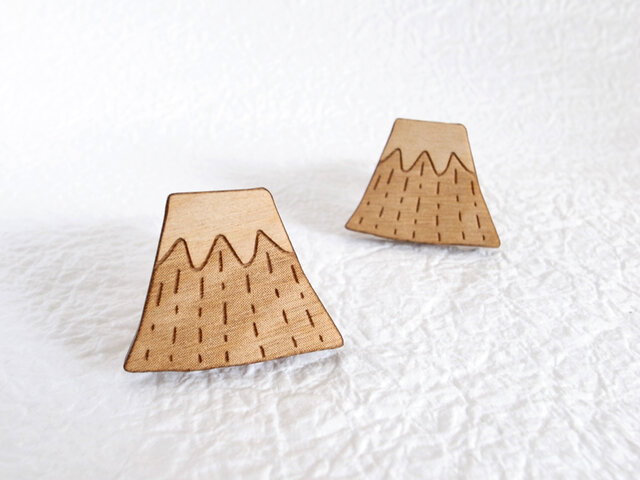 富士山のウッドブローチの画像1枚目