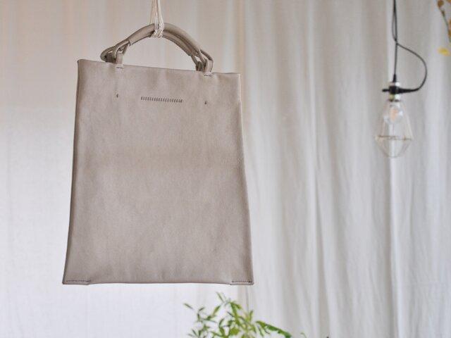 【受注制作】革の台形バッグの画像1枚目