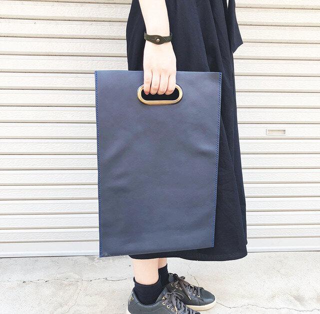 真鍮持ち手の本屋さん革鞄 雑誌サイズ 紺色の画像1枚目