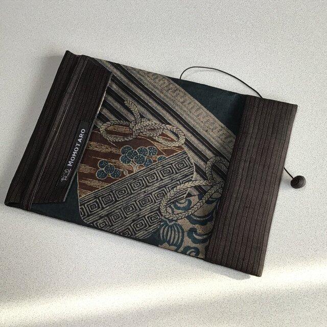 ★再販★    1205    文庫サイズブックカバー    表地は焦げ茶色の紬    裏地は仕覆柄の正絹の羽二重の画像1枚目