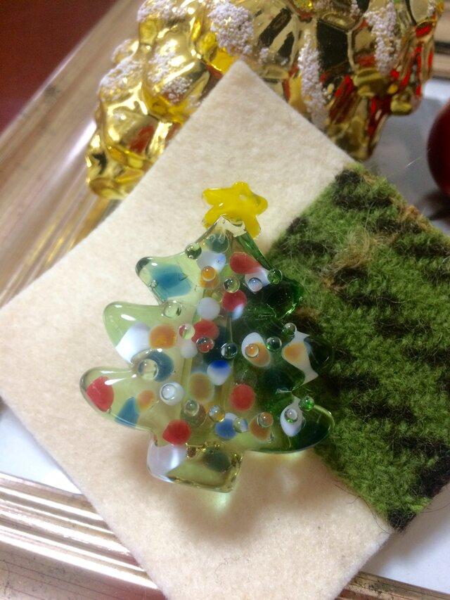 ガラスのクリスマスツリーブローチの画像1枚目