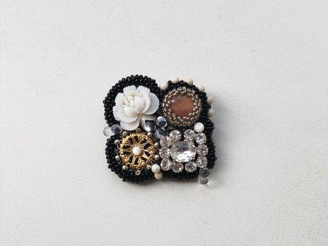 ビーズ刺繍のシカクブローチ no.2の画像1枚目