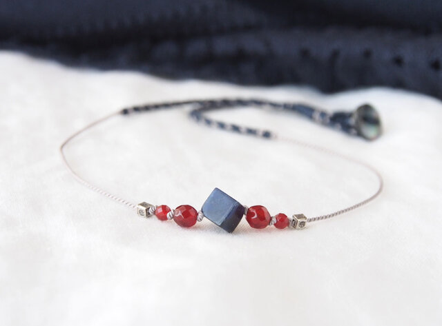 Navy&Red Short Necklace(ソーダライト×レッドアゲート)の画像1枚目