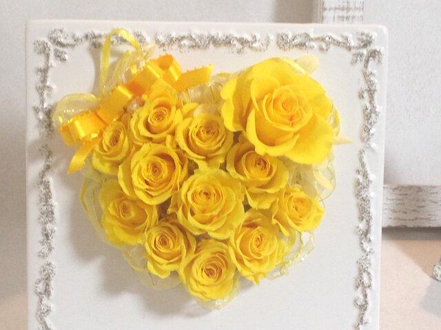 プリザーブドフラワー 幸せの12(ダース)Roseを貴方へ ハートの盾 (受注品)の画像1枚目