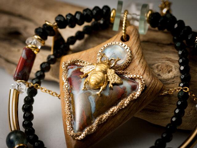 【蜜蜂と虹玉のネックレス】ジャスパー×樫×ホワイトラブラドライト/N429-1の画像1枚目