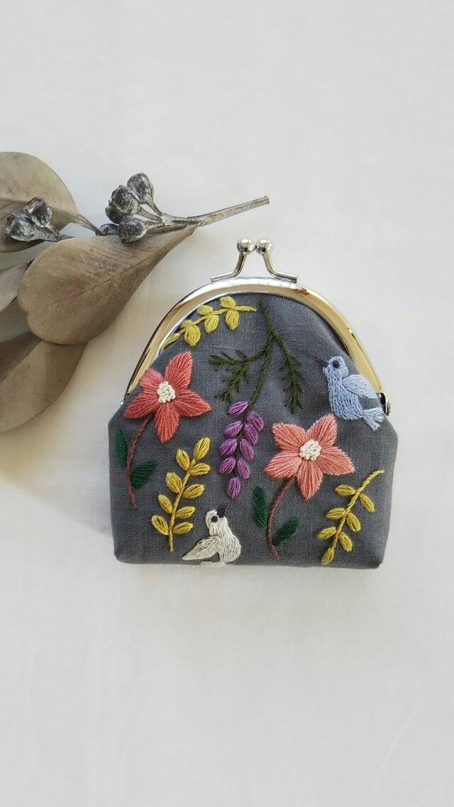 小鳥と草花のがま口の画像1枚目