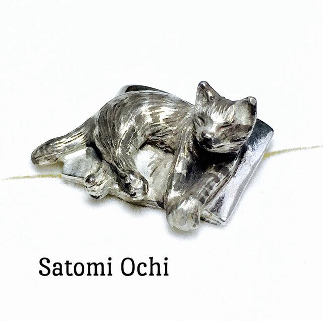 キジトラ猫のピンブローチSilverの画像1枚目