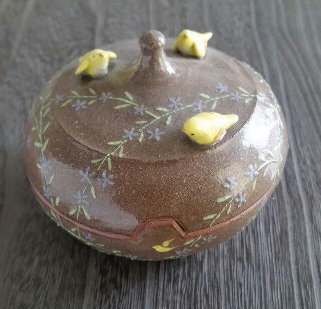 むらさき小花に小鳥の画像1枚目