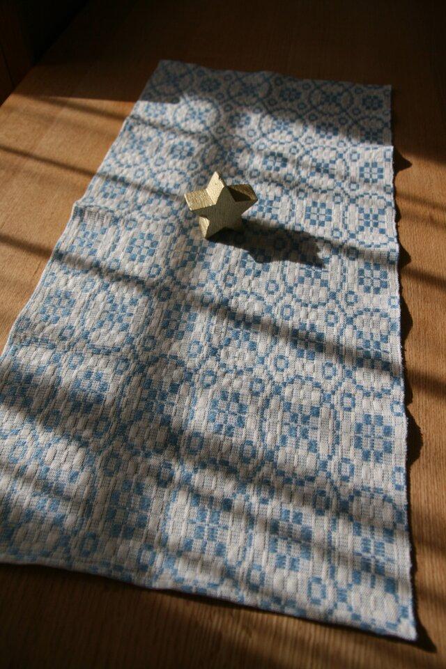 北欧手織りのミニテーブルセンター(水色)の画像1枚目