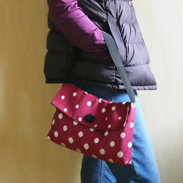 K's ボルドーに銀の水玉模様のハンドバッグ飾りボタンつき【受注制作】-単衣帯(古布)からの画像1枚目