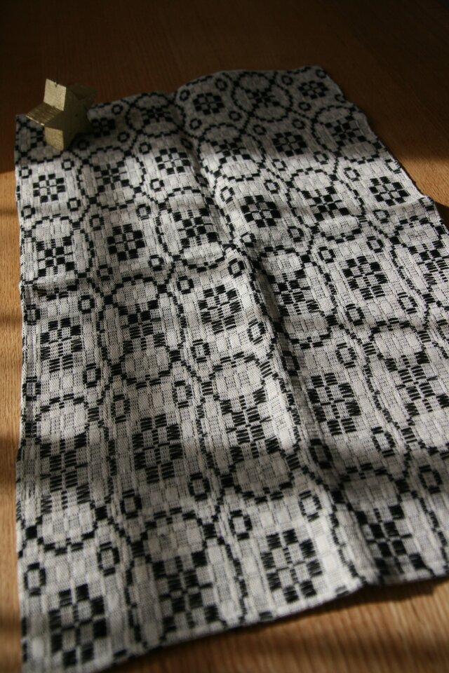 北欧手織りのミニテーブルセンター(黒)の画像1枚目
