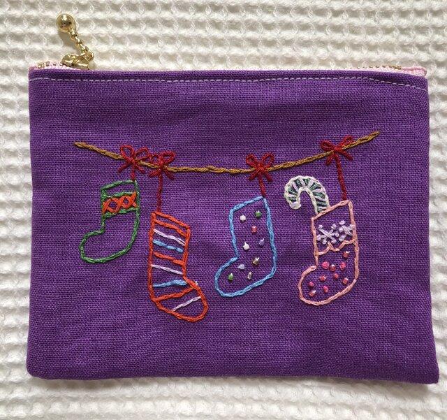【受注製作】刺繍のファスナーポーチ☆クリスマスの画像1枚目