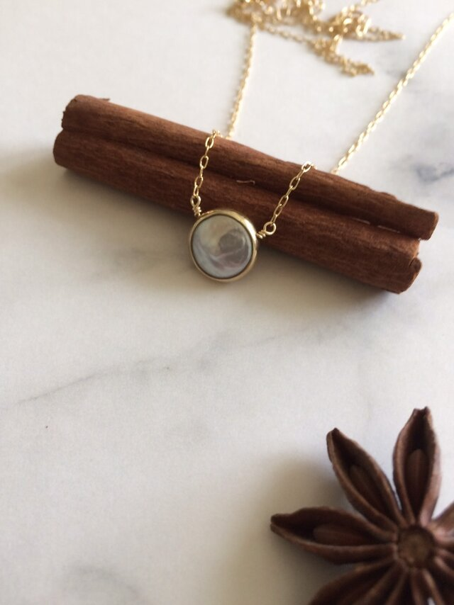 pearlセミロング・ミディアムデザインネックレスの画像1枚目