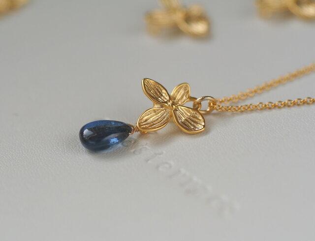 限定数 高品質 カイヤナイトとお花のネックレスの画像1枚目