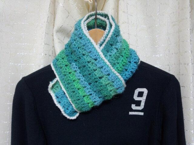 手縫い屋☆編み編みマフラー120㎝☆草原グリーングラデーション&白☆ネックウォーマー☆ギフト☆の画像1枚目