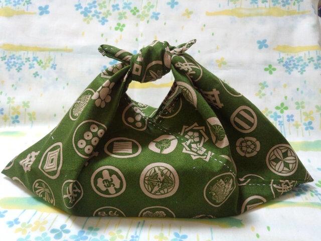 【手縫い】あづま袋☆横32㎝☆家紋和柄☆深緑色地☆お弁当袋・バッグインbag・エコバックの画像1枚目