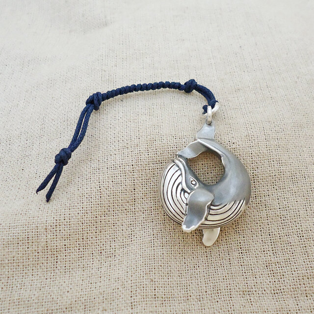 銀製の鈴『クジラ』(シルバー925)根付・バッグチャームの画像1枚目