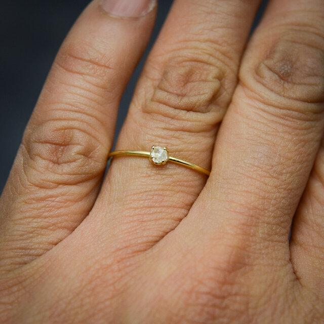 ラフダイヤモンド(ダイヤモンド原石)K18YGの細い指環 0.12ctの画像1枚目