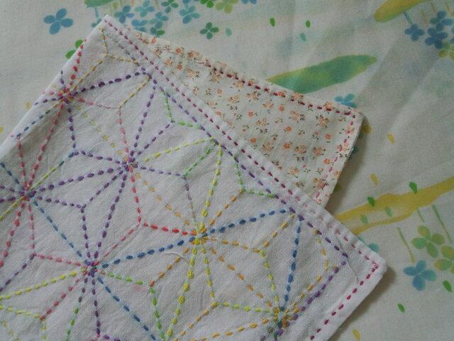 ☆手縫い☆刺し子マルチクロス☆麻の葉柄カラフル糸☆裏布小花柄☆敷物☆ギフトの画像1枚目