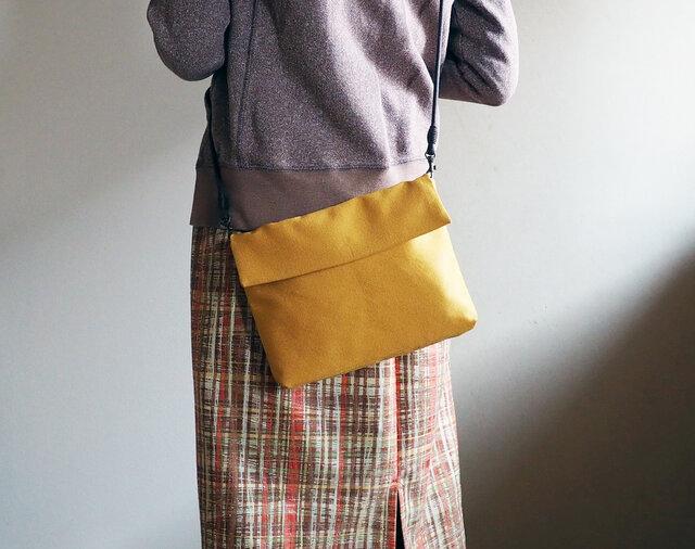 からし色のショルダ帯ーバッグ(受注制作)--単(ひとえ)帯からの画像1枚目