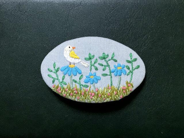 手刺繍バレッタ*野の花と小鳥の画像1枚目