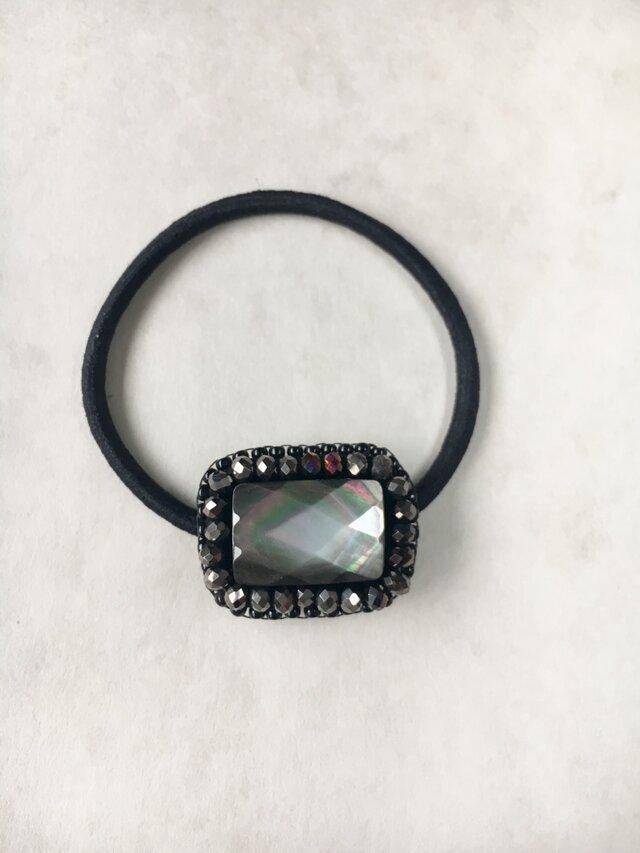 【再販】天然石とビーズ刺繍の大人ヘアゴム 黒蝶貝ブラックシェル(黒)の画像1枚目