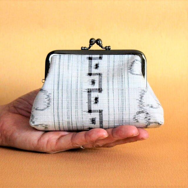 和がま口《しかく》 大島紬・白 着物リメイクがまぐち 一点もの 手のひらサイズポーチ・小銭入れにもの画像1枚目