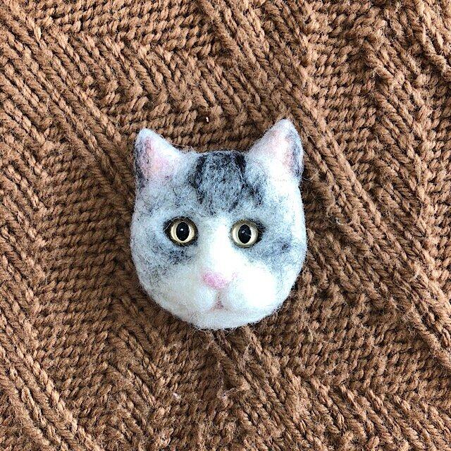 羊毛フェルトの猫のブローチの画像1枚目