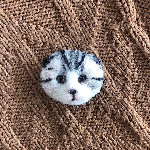 羊毛フェルトの猫ブローチの画像1枚目