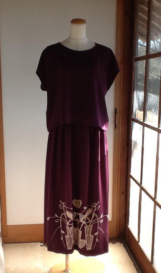紫色のスカートとブラウスの画像1枚目