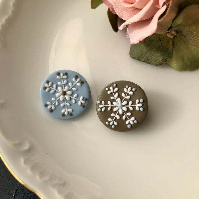 『送料無料』2個セット snowcrystal プチまるブローチ(ブルー&ベージュ) / ポリマークレイの画像1枚目