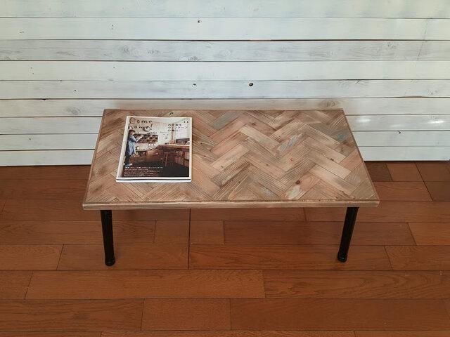 ジャンクスタイルのヘリンボーンテーブルの画像1枚目