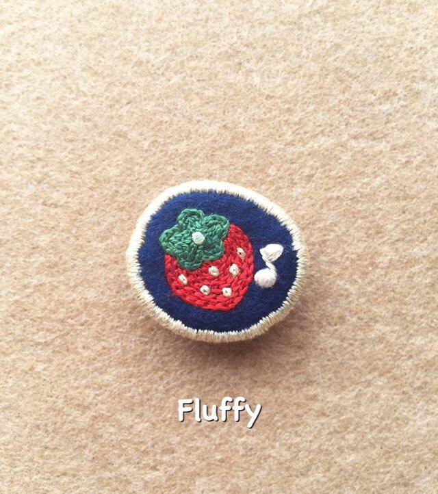 いちごの刺繍ブローチの画像1枚目