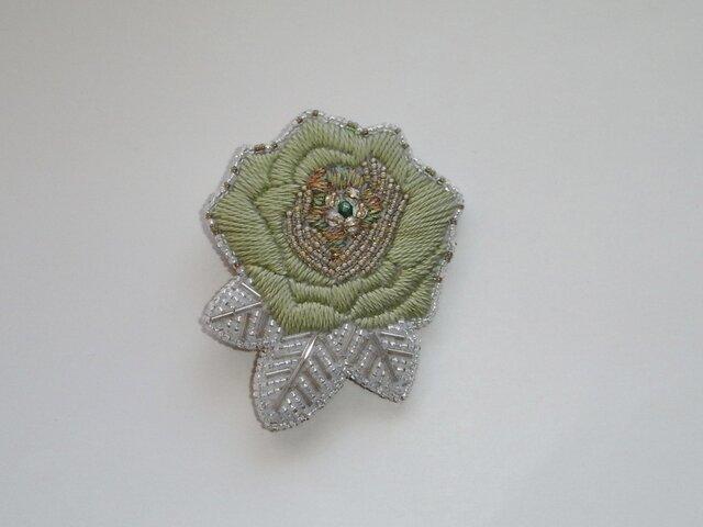 薔薇*緑 刺繍ブローチの画像1枚目
