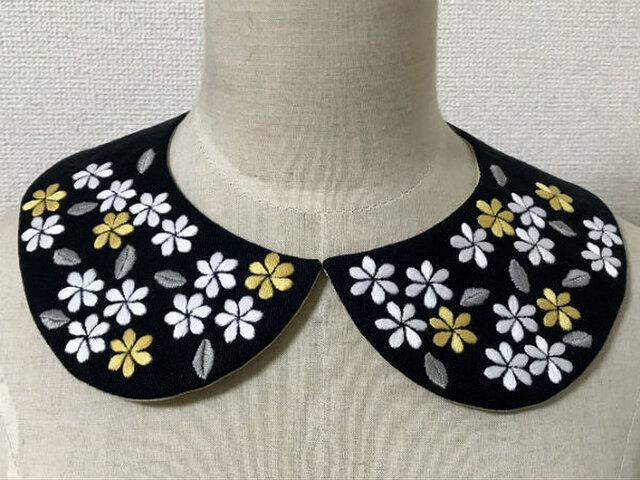 手刺繍つけ襟(花々)の画像1枚目