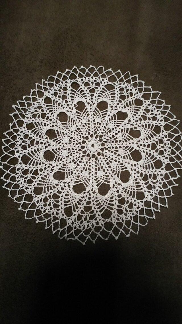 手編みレースドイリー直径約25㎝の画像1枚目