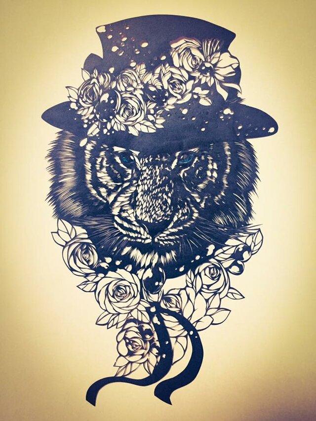額装済み切り絵・花帽子の虎の画像1枚目