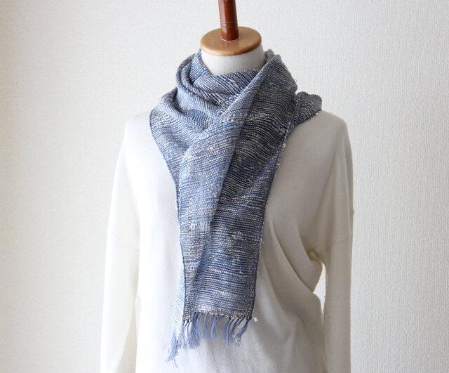 さらりと夏まで使えるリネンコットン手織りストール スモーキーブルーの画像1枚目