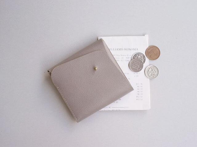 スクエア財布 GRAY (型押し牛革)の画像1枚目