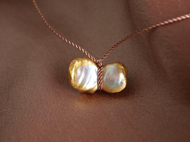 金箔とダブルパールのシルクネックレス/chouchoの画像1枚目