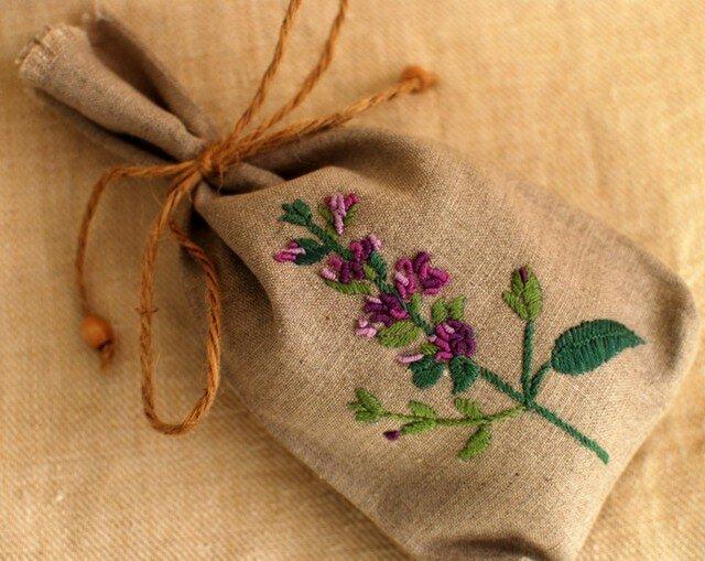 リネンのハーブ刺繍のサシェ〈セージ〉の画像1枚目
