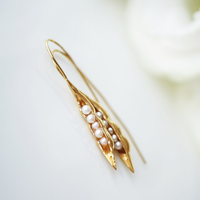 真珠が実る豆のさやピアス ~Sweet peaの画像1枚目