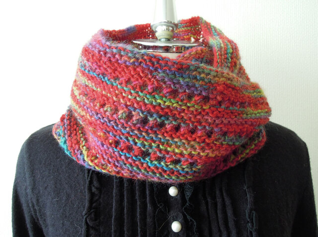 【1点限定】イタリア製段染め毛糸のふんわりスヌード 赤の画像1枚目