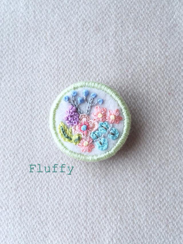 お花畑の刺繍ブローチの画像1枚目